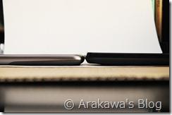 Google NexusOne(左)とISW11HT(右)厚さ比較